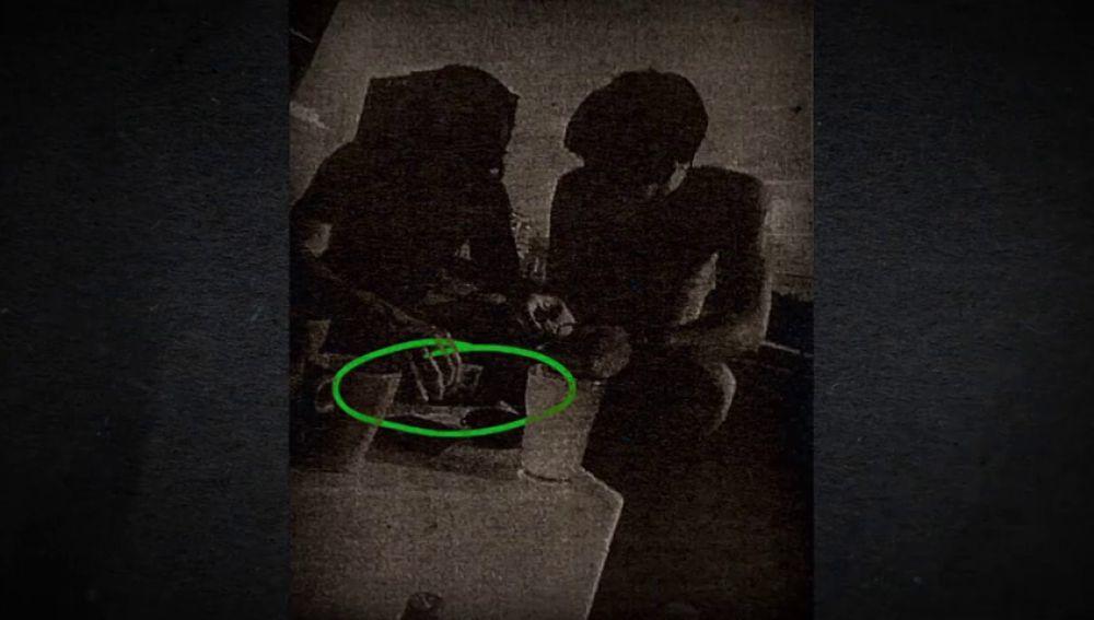 'La Manada' presumía de incautar droga con la placa del guardia civil y luego la consumía