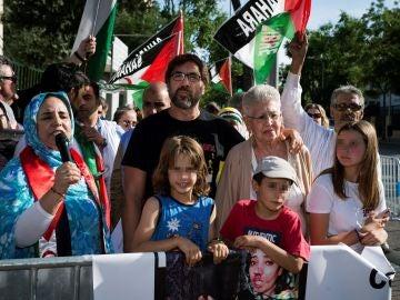 La actriz Pilar Bardem y el actor Javier Bardem durante su asistencia a una concentración