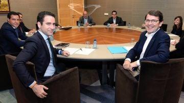 PP y Cs firman un acuerdo de 100 medidas para gobernar Castilla y León