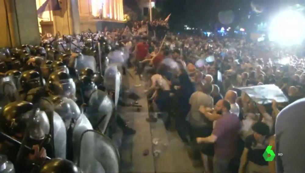 Protestas en Georgia por la presencia de diputados rusos en el Parlamento