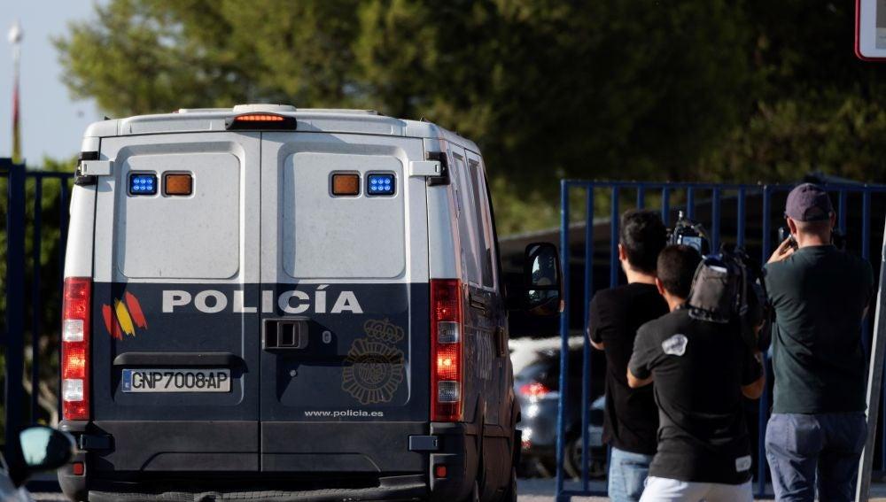 Imagen del furgón en el que fueron trasladados los miembros de La Manada al Centro Penitenciario Sevilla 1