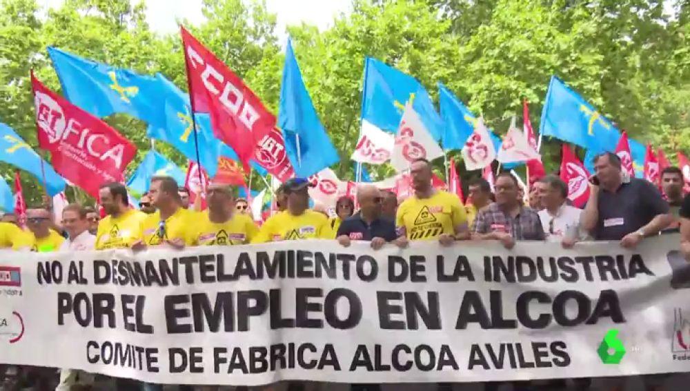 Los trabajadores de Alcoa piden garantías de que mantendrán el empleo ante el Ministerio de Industria