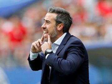 Jorge Vilda da indicaciones durante el partido contra Estados Unidos