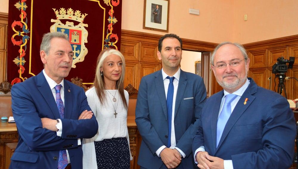El alcalde de Palencia, Mario Simón, junto a los otros dos concejales de Cs, Urbano Revilla y Carolina Gómez y el diputado Enrique Rivero