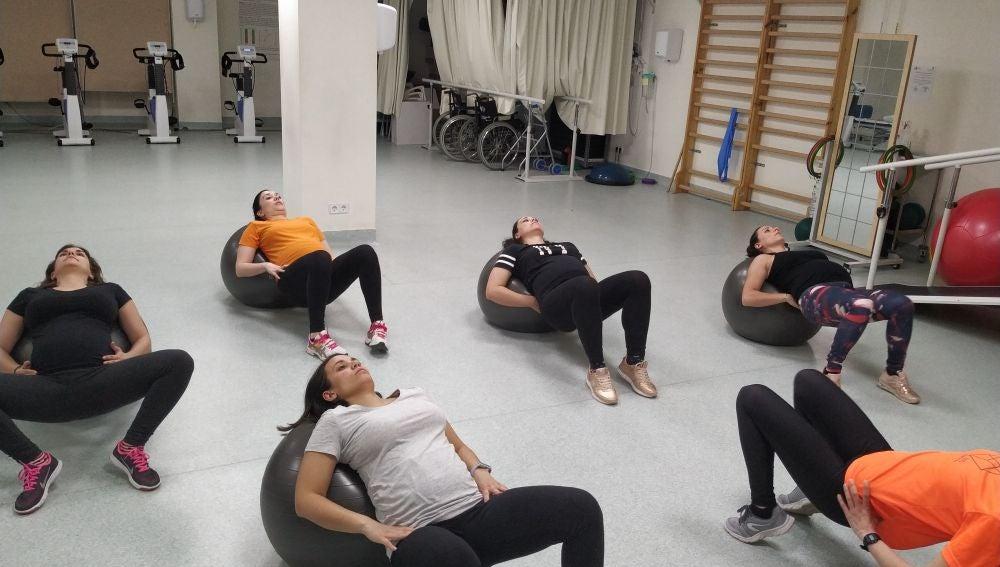 mujeres embarazadas haciendo ejercicio