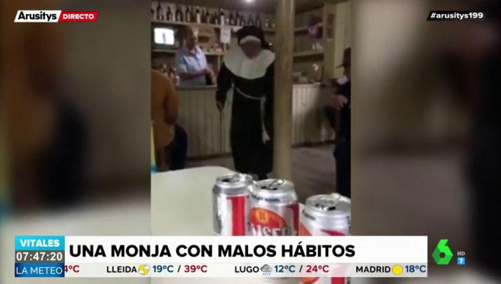La sorprendente reacción de una monja al tomarse un chupito causa furor