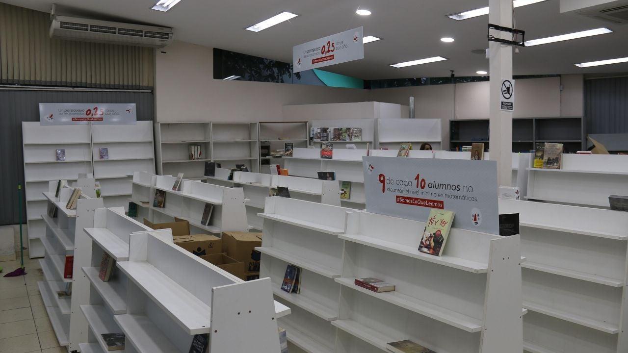 La librería dejó sus estanterías sin apenas contenido como toque de atención