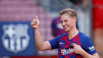 De Jong posa con la camiseta del Barcelona