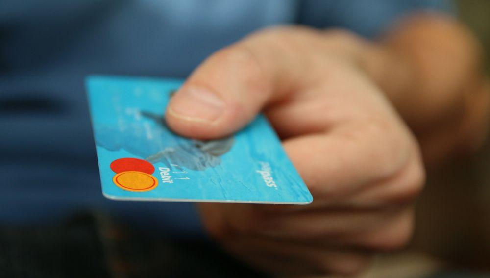Te estas comiendo a la semana una tarjeta de crédito y no lo sabías