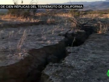 Daños en una carrtera como consecuencia del temblor