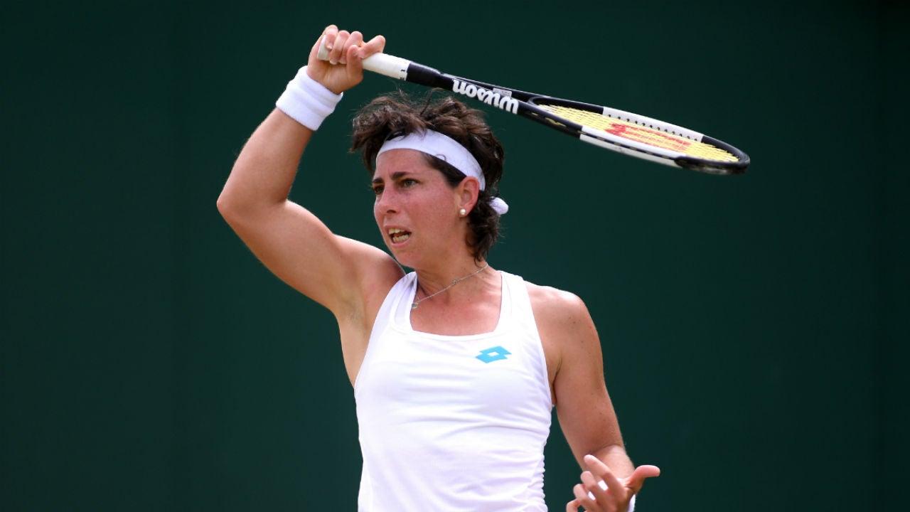 Carla Suárez, golpeando una bola
