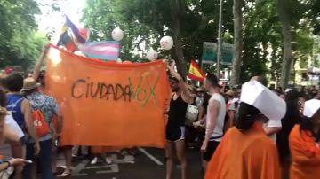 Forcejeos e insultos a Ciudadanos por su presencia en la manifestación del Orgullo