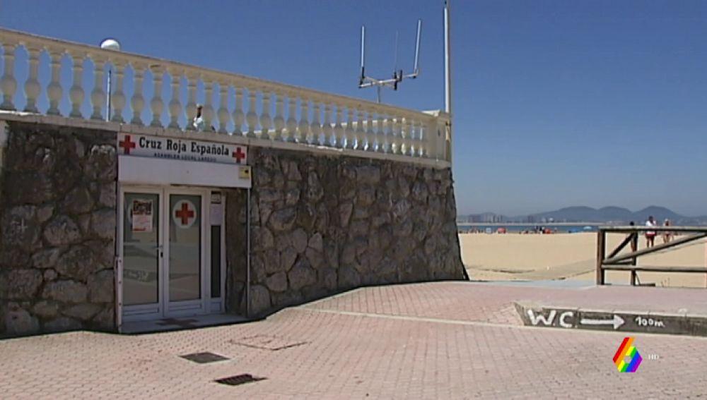 Puesto de la Cruz Roja en la playa de Laredo