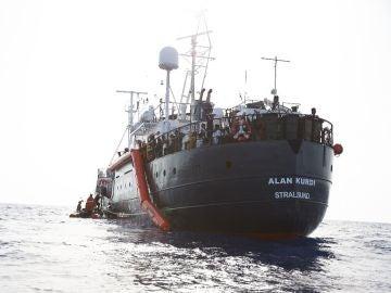 Imagen del barco Alan Kurdi