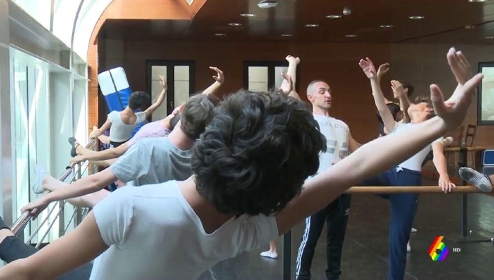 Chicos bailando ballet