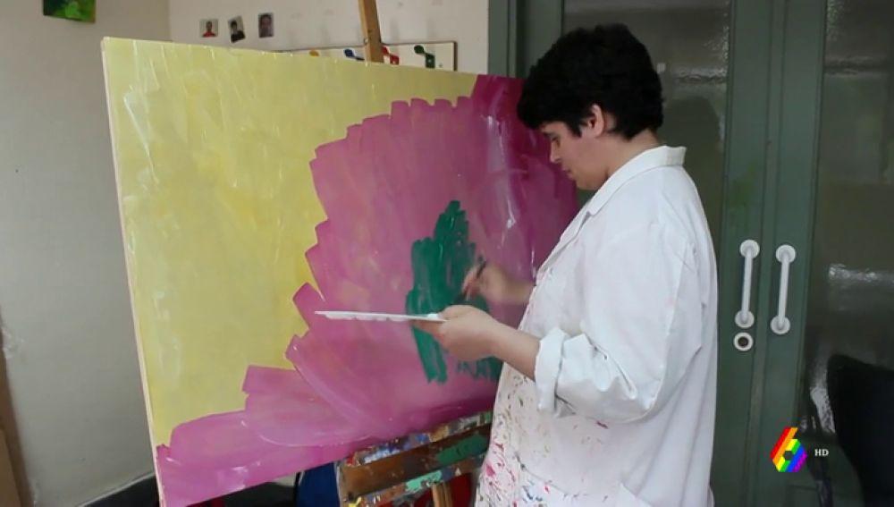 Hablar entre trazos y colores, expresarse a través de la pintura: el arte de Marina para comunicarse con los demás