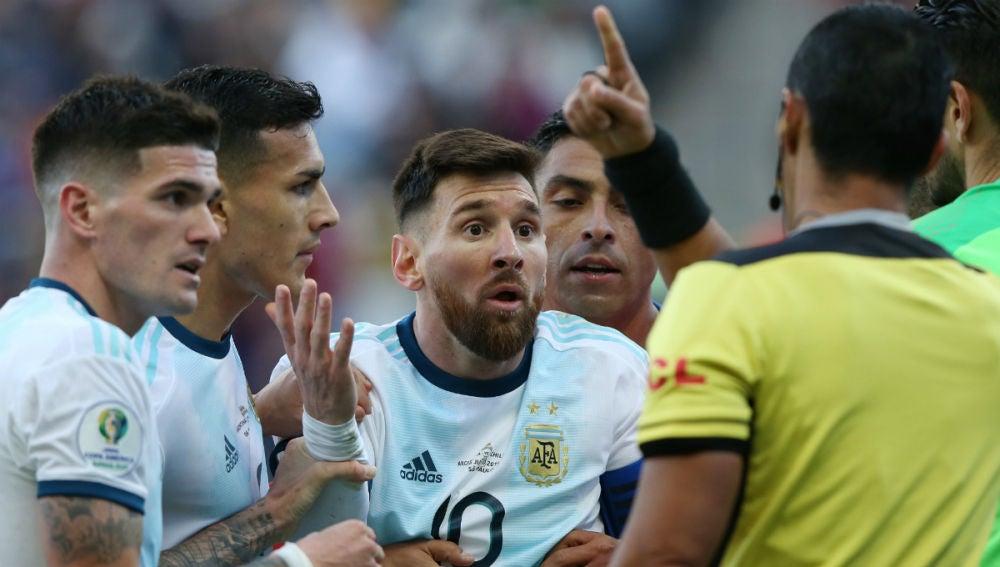 Messi, expulsado ante Chile