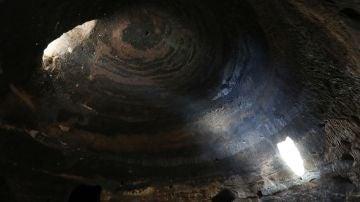 Interior de una de las cuevas del yacimiento de Risco Caído en Gran Canaria