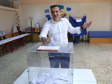 Imagen de Tsipras votando