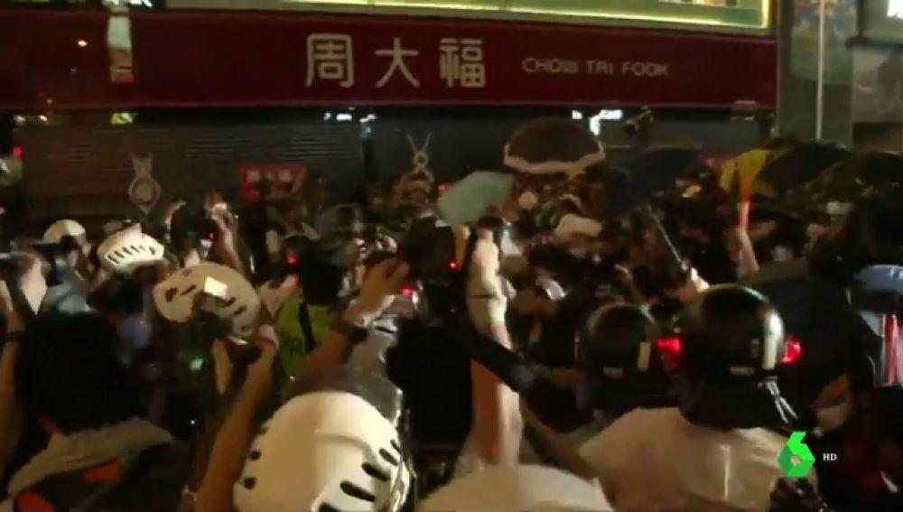 Cargas y arrestos en Hong Kong contra los manifestantes en una nueva oleada de protestas