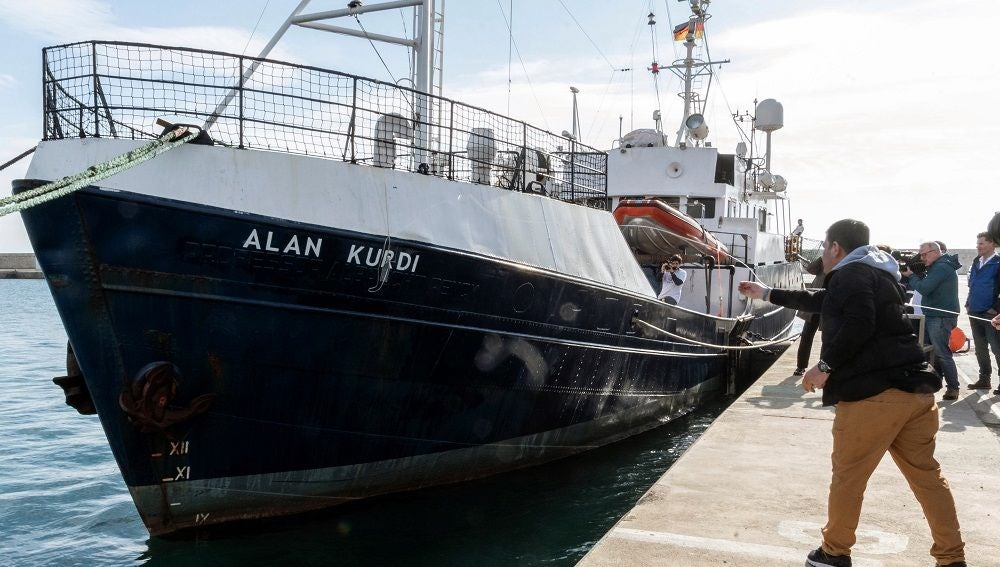 "Imagen del barco ""Alan Kurdi"" en puerto"