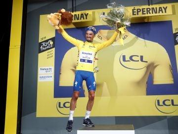 Alaphilippe, con el maillot amarillo