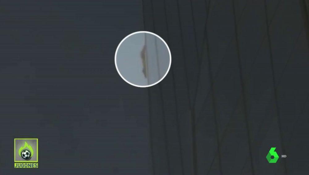 Un misterioso escalador trepa sin cuerdas uno de los rascacielos más altos de Europa