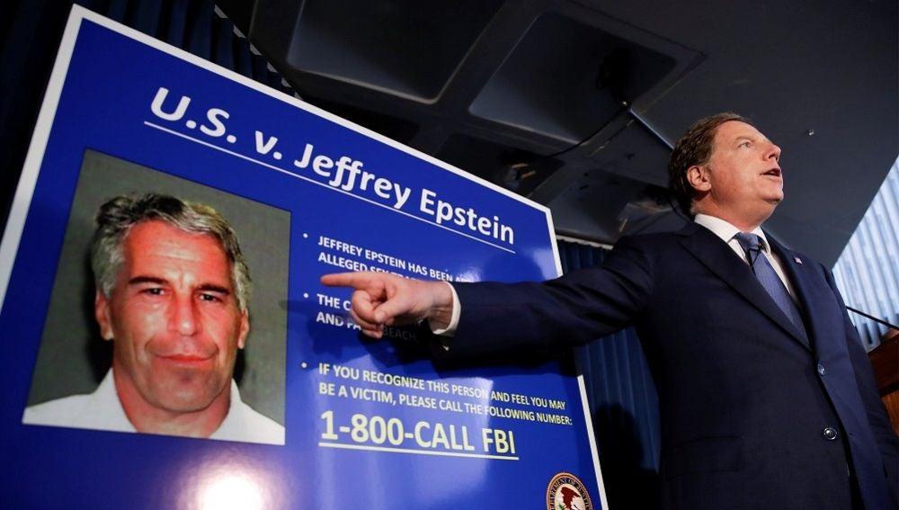 El fiscal federal del Distrito Sur de Nueva York, en el momento en el que comunicó a los medios el arresto de Jeffrey Epstein