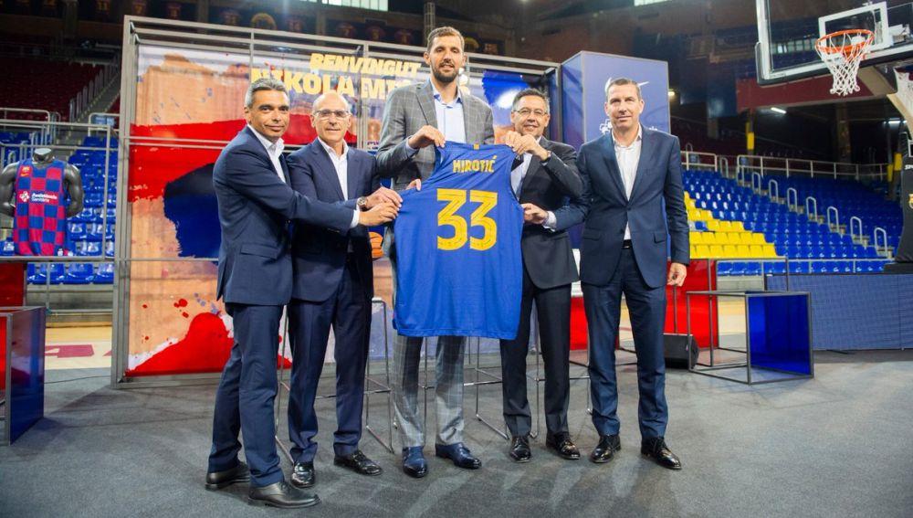 Mirotic, en su presentación como jugador del Barça