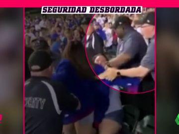 Pelea entre aficionadas del mismo equipo: un Policía tuvo problemas para detener a una de ellas