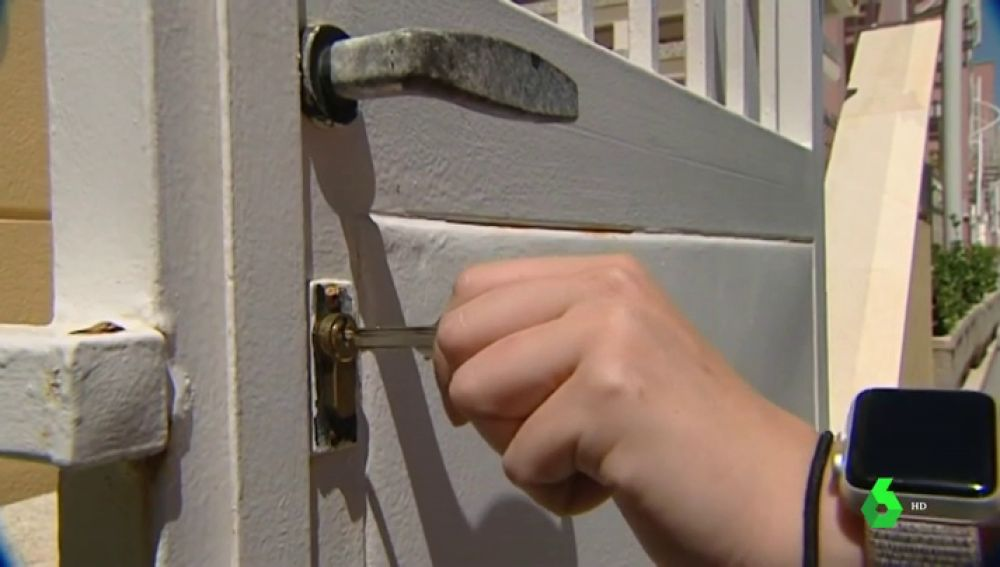 Un error de la inmobiliaria pone en venta la casa de veraneo de una familia en Almería