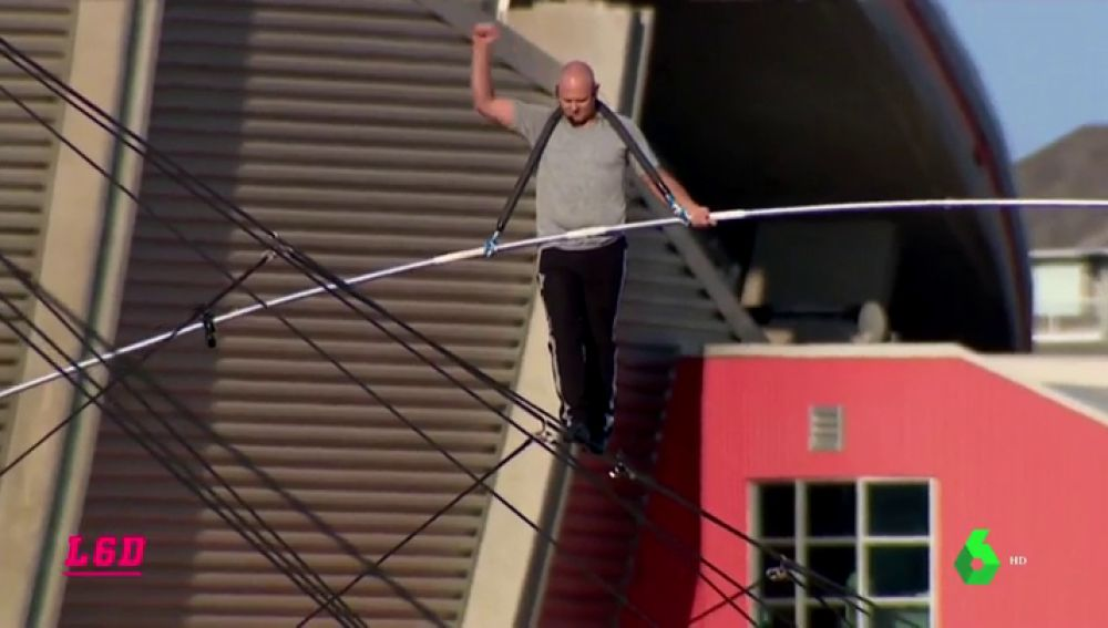 Nik Wallenda se supera: récord del mundo de metros caminados sobre la cuerda floja