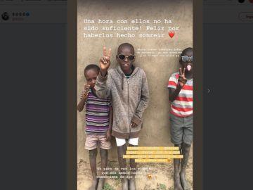'Influencers' de todo el mundo comparten sus fotos con gente pobre para emocionar a sus seguidores.