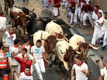 Los toros de la ganadería de Jandilla en el cuarto encierro de San Fermín