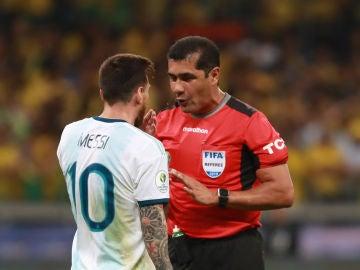 Roddy Zambrano y Leo Messi durante la Copa América
