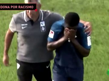 Escándalo racista en Alemania: un jugador de 20 años se va llorando