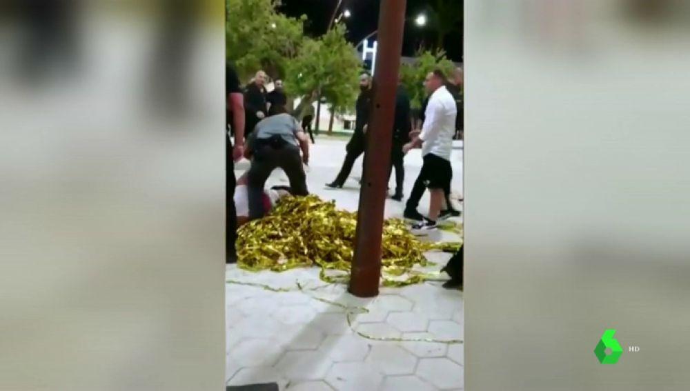 Graban la brutal paliza de unos porteros de discoteca a cuatro turistas en Ibiza