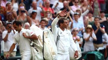 Nadal se despide del público de Wimbledon presente en su semifinal contra Federer