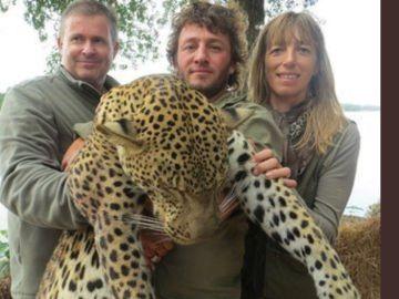 Los empleados despedidos, a los lados del leopardo muerto