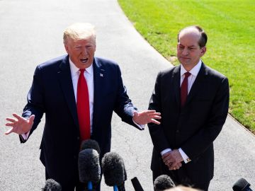 Donald Trump y Alex Acosta