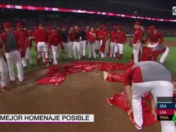 El emotivo homenaje de Los Angeles Angels a Tyler Skaggs: del saque de honor de su madre al partido perfecto