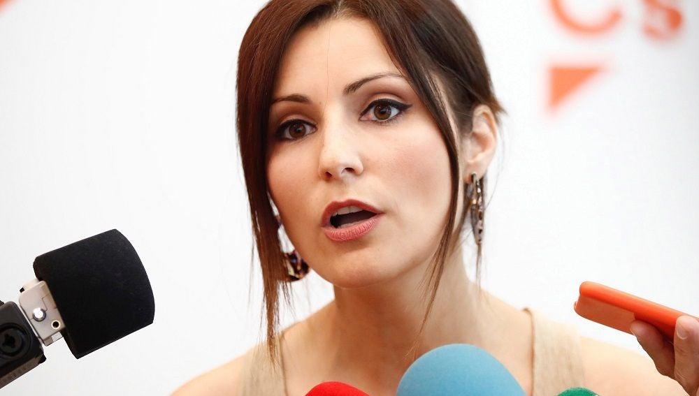 Lorena Roldán compareciendo ante los medios