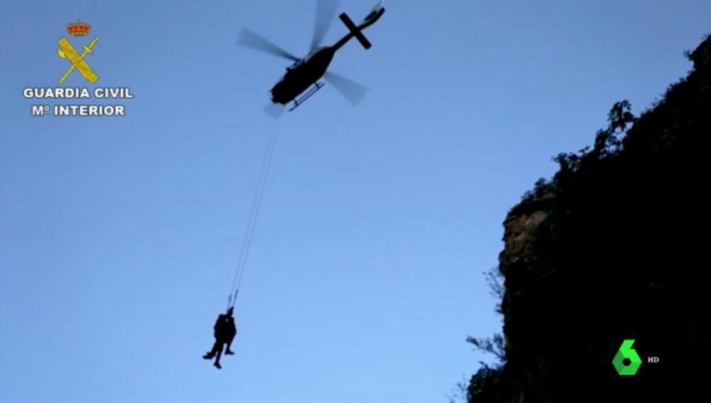 Montañero rescatado por un helicóptero en el barranco de Sax