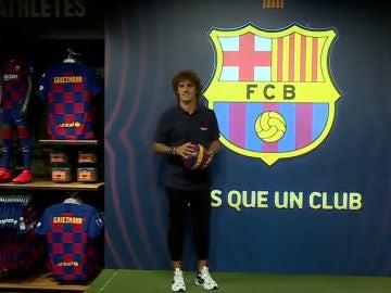 Antoine Griezmann, con el escudo del Barça