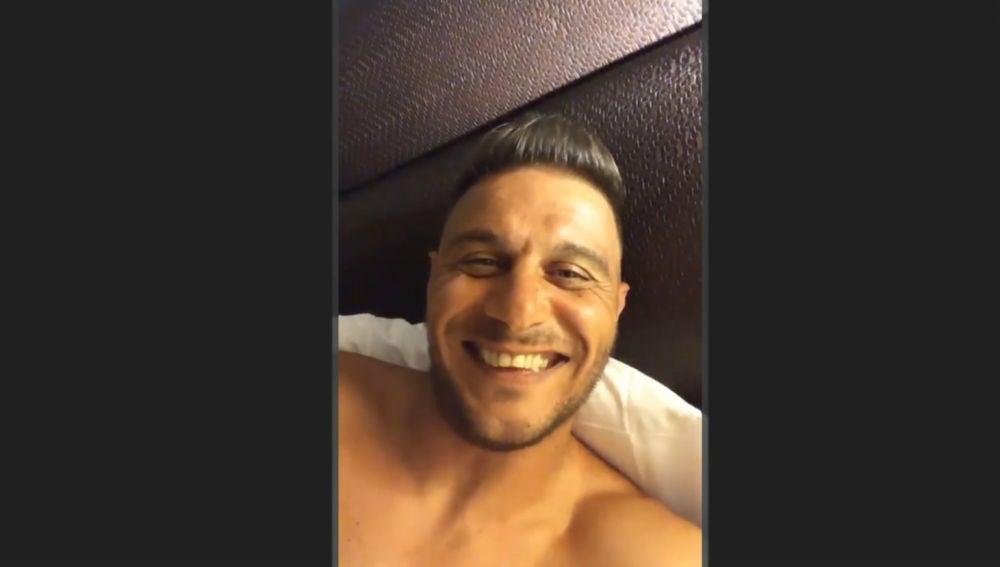Joaquín, contando chistes