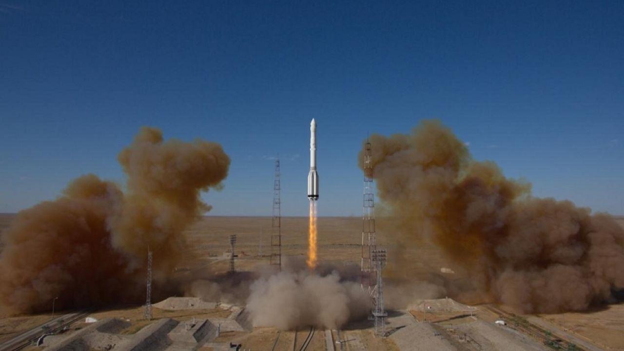 Primeras fotos del lanzamiento del vehículo de lanzamiento Proton-M con el observatorio SpectrRG