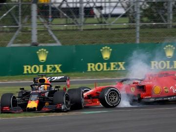 Vettel golpe a Verstappen
