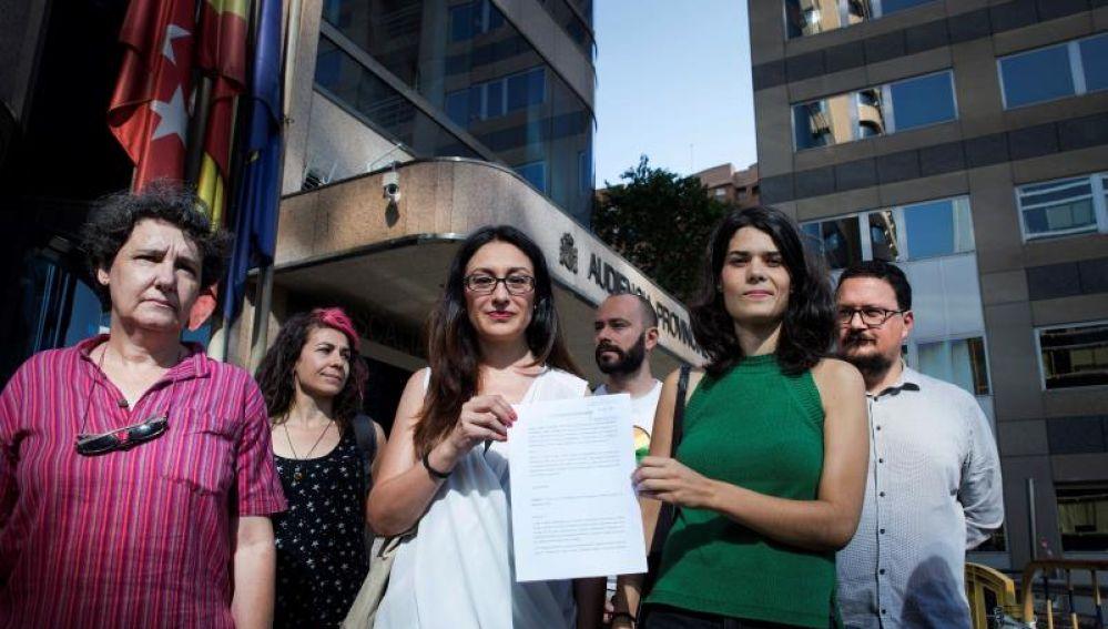 Podemos e Izquierda Unida denuncian a Vox ante la Fiscalía