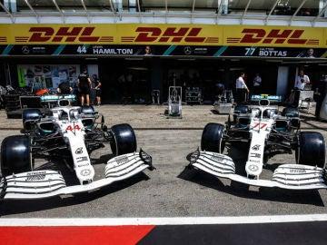 Los dos Mercedes, de blanco