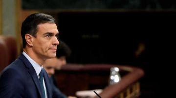 El candidato socialista, Pedro Sánchez, en el estrado del Congreso